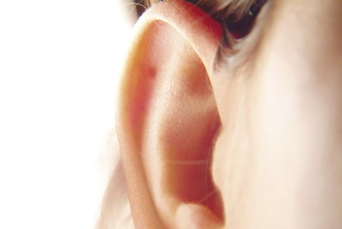 Гормональные нарушения и прыщи в ухе