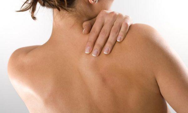 При простуде болит спина где лопатки