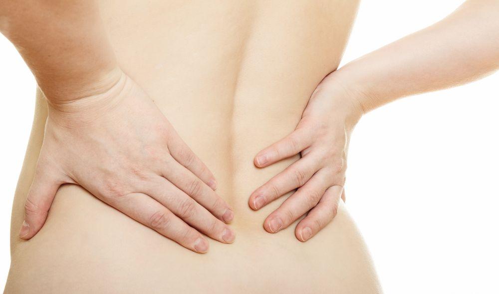 Выясняем из за чего возникает боль в спине и отдает в ногу
