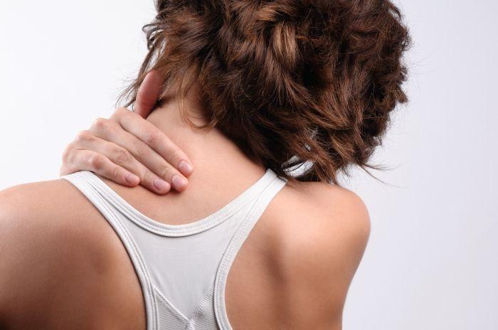 Болит шея слева