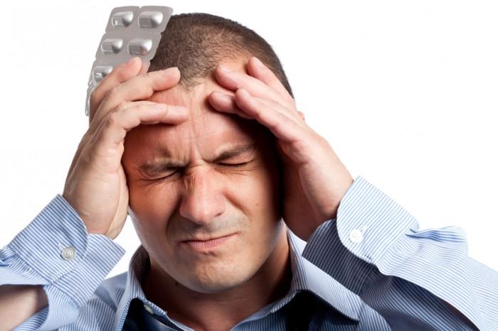 Болит голова в висках и тошнит
