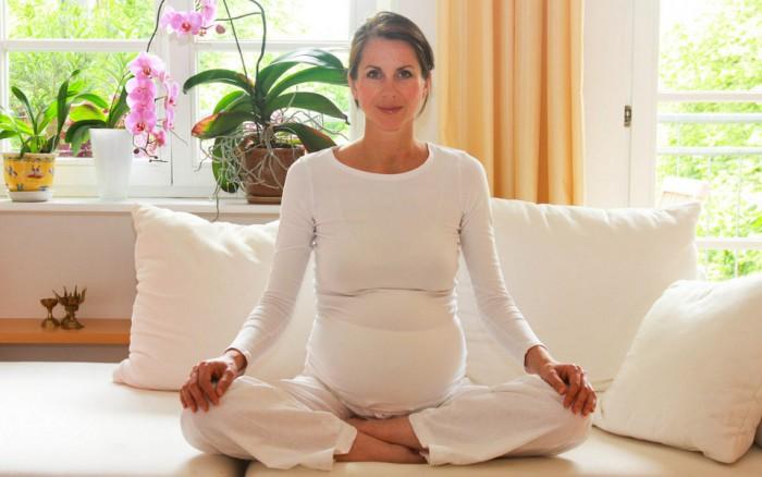Занятия йогой беременной