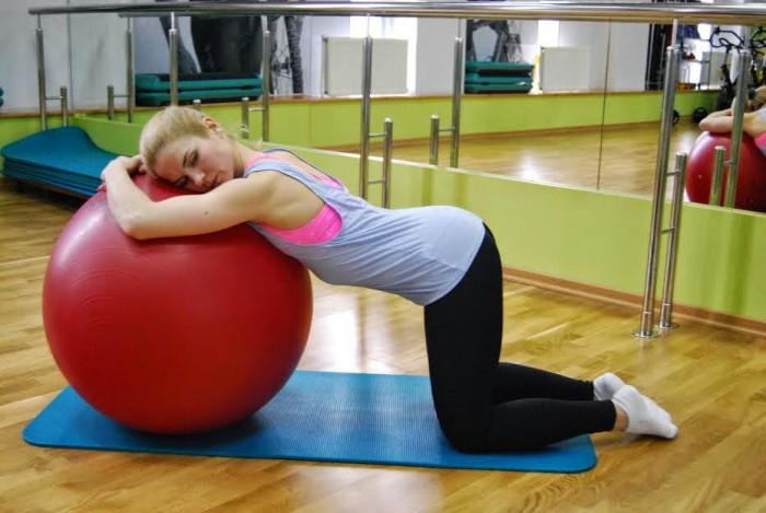 упражнения с мячем